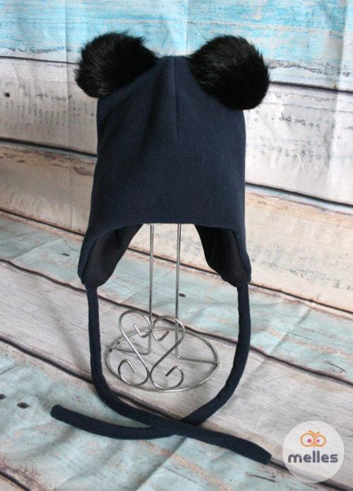 Флисовая шапка с двумя черными натуральными помпонами