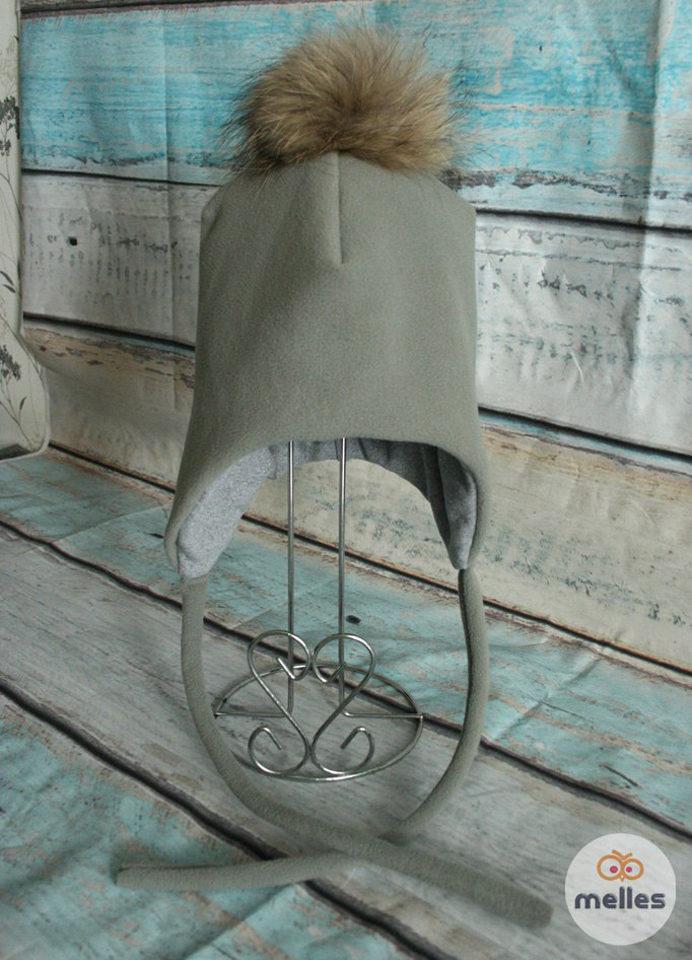 Шапка зимняя серая с натуральным помпоном